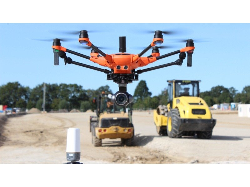 Yuneec H520 K flying in front of 2 trucks above the